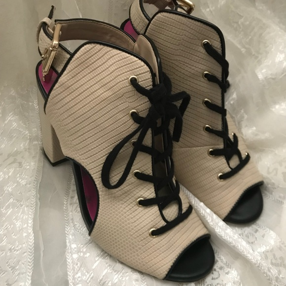 Juicy Couture Shoes - Juicy Couture 🍒 peep toe booties with laces